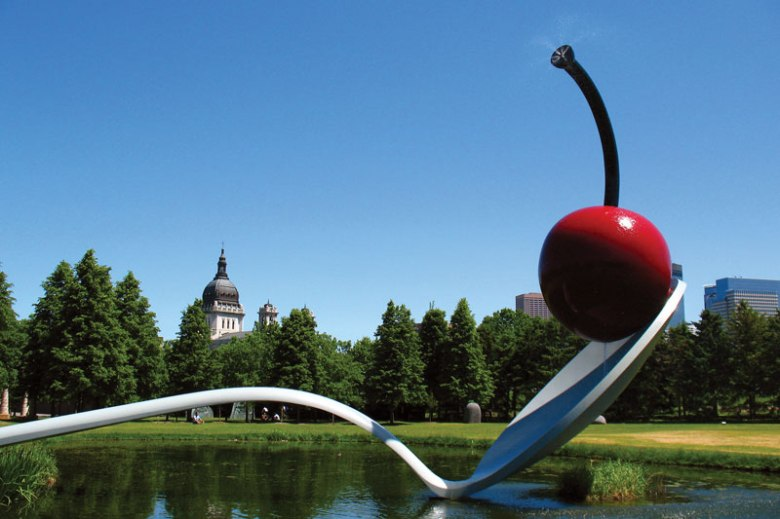 sculpture-spoonbridge-and-cherry-claes-oldenburg-coosje